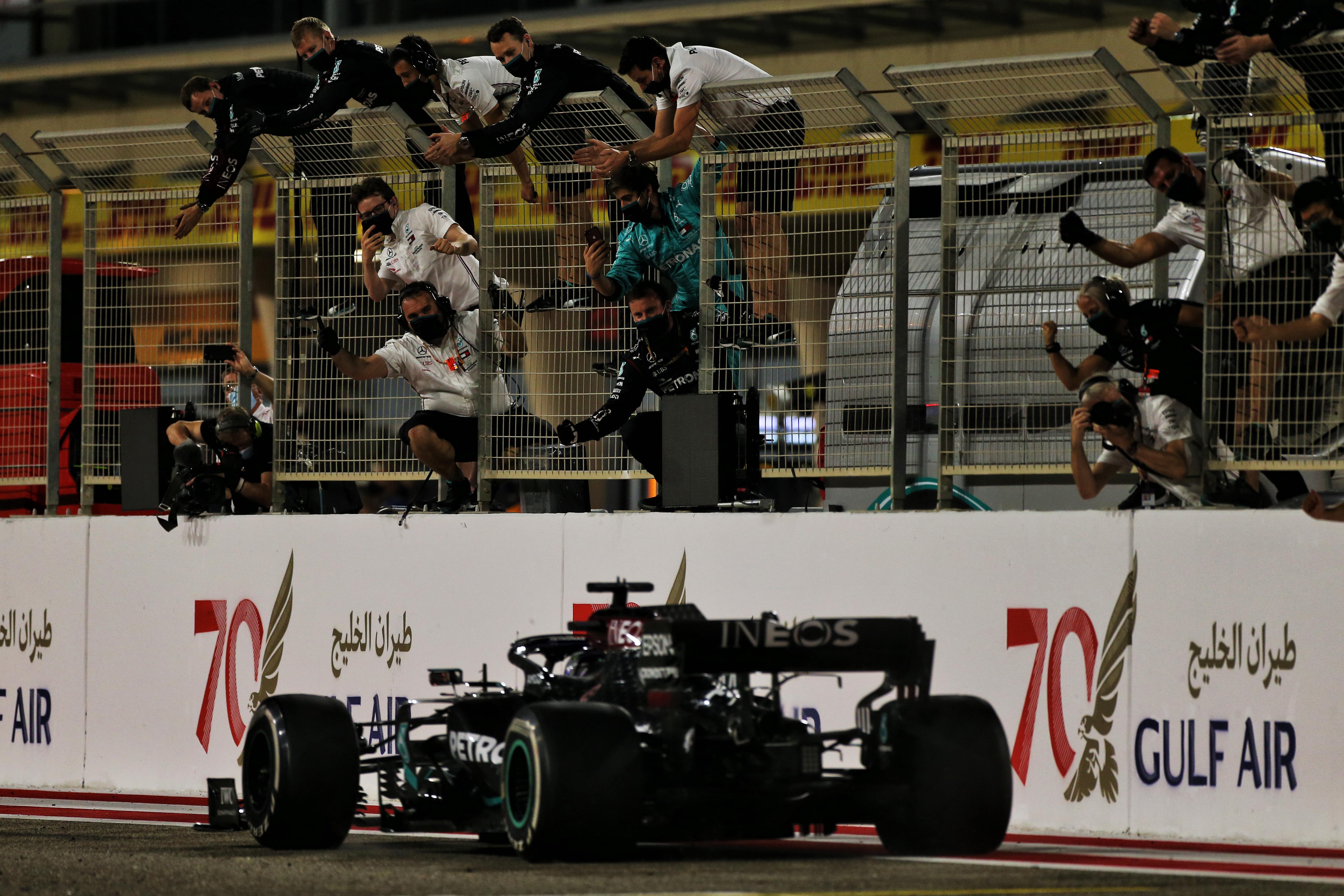 F1 – GP de Bahreïn : victoire d'Hamilton, Grosjean échappe au pire